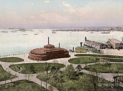 Photograph - New York, Battery Park. by Granger