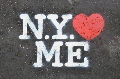 Red Heart Photograph - New York Loves Me Stencil by Dutourdumonde Photography