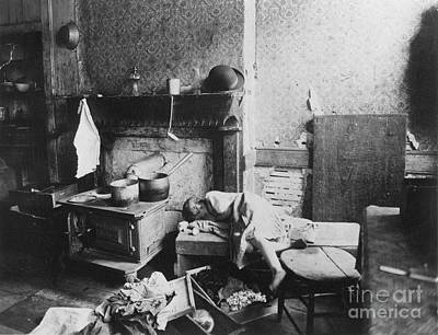 Photograph - New York: Tenement Life by Granger