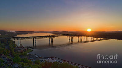 Photograph - Newburgh-beacon Bridge May Sunrise by Joe Santacroce