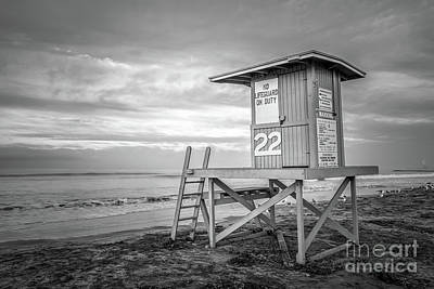Shack Photograph - Newport Beach Ca Lifeguard Tower 22 Black And White Photo by Paul Velgos