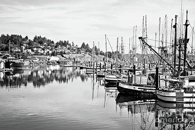 Newport Oregon Harbor - Bw Art Print