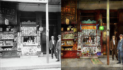 Newsstand - Standing Room Only 1908 - Side By Side Art Print by Mike Savad