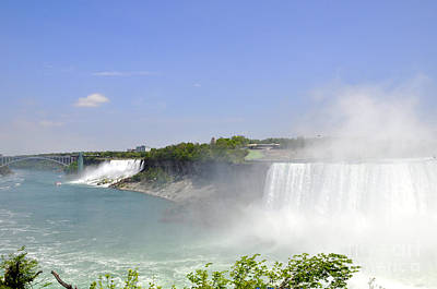 Photograph - Niagara Falls by Andrew Dinh