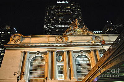 Photograph - Pershing Square - Night At Grand Central by Jacqueline M Lewis