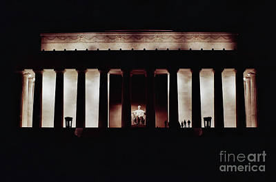 Photograph - Night - Lincoln - Memorial by D Hackett