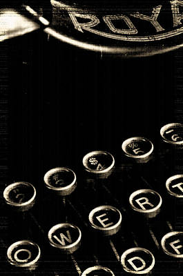 Typewriter Photograph - No Escape by Everett Bowers