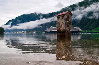 Photograph - Noordam Passing The Pump House by Cathy Mahnke