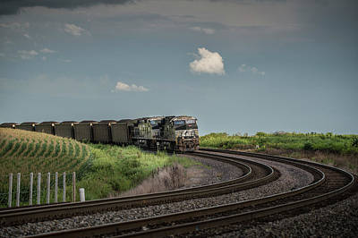 Southern Indiana Photograph - Norfolk Southern Railroad 7627 And 9825 At Princeton In by Jim Pearson
