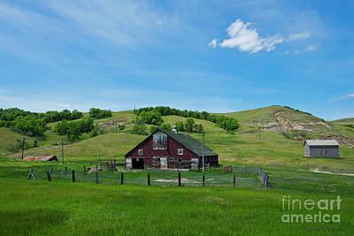 Photograph - North Dakota Barn by David Arment