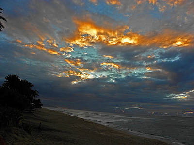Photograph - North Shore Sunset by Elizabeth Hoskinson