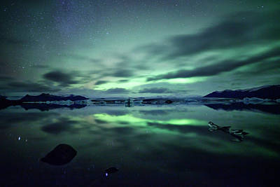 Cold Temperature Photograph - Northern Lights Over Jokulsarlon by Matteo Colombo