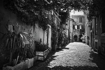 Photograph - Nostalgic Alley In Trastevere by Eduardo Jose Accorinti