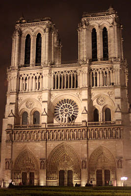 Mauverneen Blevins Photograph - Notre Dame At Night by Mauverneen Blevins