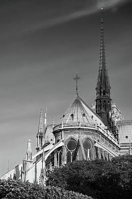 Photograph - Notre Dame, Paris, France. by Richard Goodrich