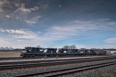 Norfolk Southern Railway Photograph - Ns 1073 Heritage Unit Penn Central At Princeton In by Jim Pearson