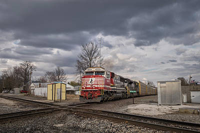 Norfolk Southern Railway Photograph - Ns 911 Heritage Unit At Oakland City In by Jim Pearson