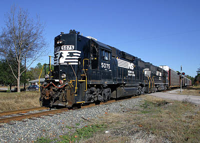 Photograph - Ns Gp38-2 #5075 by Joseph C Hinson Photography