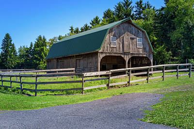 Photograph - Ny Horse Barn by Les Greenwood