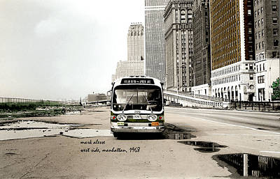 Photograph - nYc bus by Mark Alesse