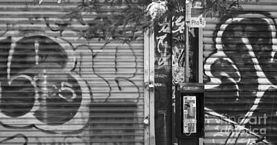 Nyc Graffiti Blk N Wht Art Print