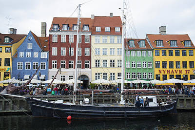 Photograph - Nyhavn 17 by Eric Nielsen