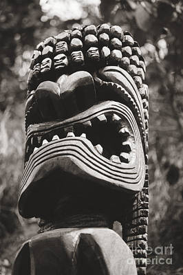 Photograph - Oahu Tiki Statue by Bill Brennan - Printscapes