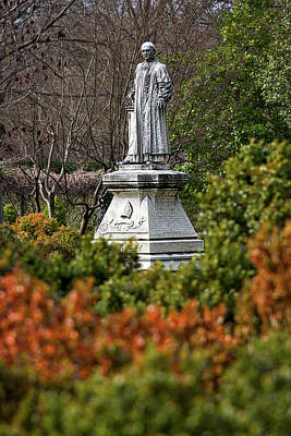 Photograph - Oak Hill Cemetery Statue by Stuart Litoff