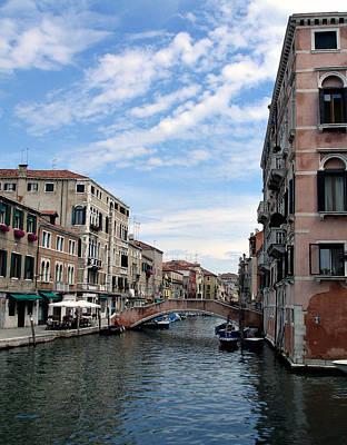 Photograph - Off The Grand Canal by Lynda Lehmann