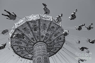 Photograph - Ohio State Fair Wave Swinger V by Clarence Holmes