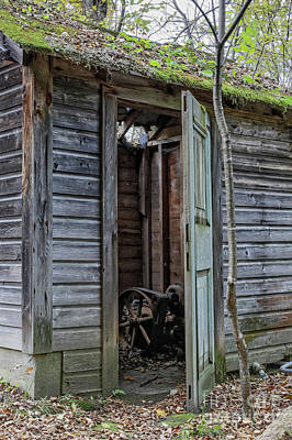 Photograph - Old Abandoned Pump House by Edward Fielding