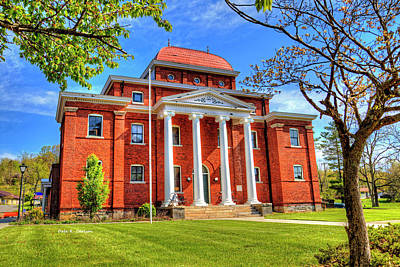 Old Ashe Courthouse Art Print by Dale R Carlson