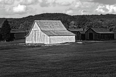 Photograph - Old Barn And Sheds Passing Time On A Nice Kentucky Day  -  Bw-kybarn6596 by Frank J Benz