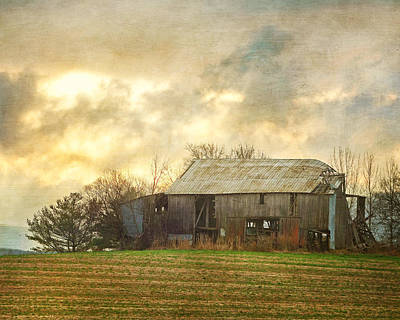 Photograph - Old Barn At Sunrise by TnBackroadsPhotos