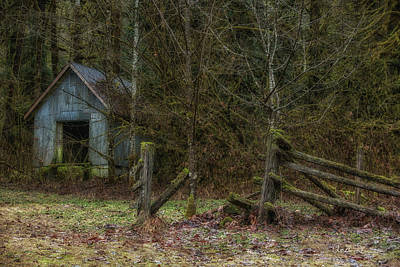 Photograph - Old Barn by Charlie Duncan
