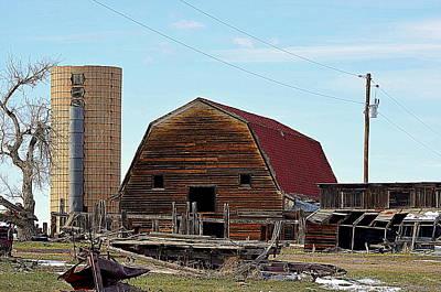 Photograph - Old Barn by Clarice  Lakota