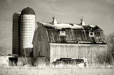 Photograph - Old Barn Huntley Illinois by Roger Passman