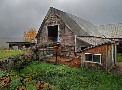 Photograph - Old Barn In Bradford Vermont by Nancy Griswold