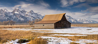 Photograph - Old Barn by Michael Balen