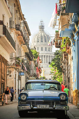 Photograph - Old Car And El Capitolio by Joel Thai