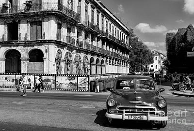 Photograph - Old Car And Old Building by Les Palenik