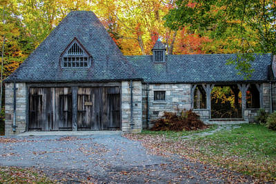Maine Farms Mixed Media - Old Carriage House 1 by Terry Davis