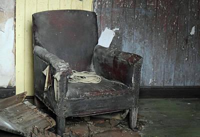 Photograph - Old Chair by Dawn Richerson