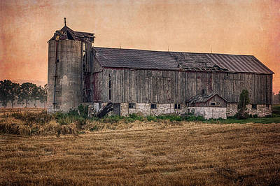 Photograph - Old Country Barn by Garvin Hunter