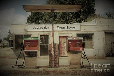 Photograph - Old Filling Station by Paulette Thomas