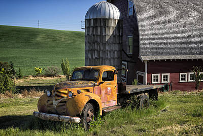 Photograph - Old Flatbed Farm Truck Dsc04714 by Greg Kluempers