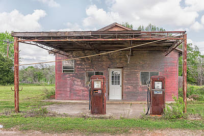 Photograph - Old Gas Station by Victor Culpepper