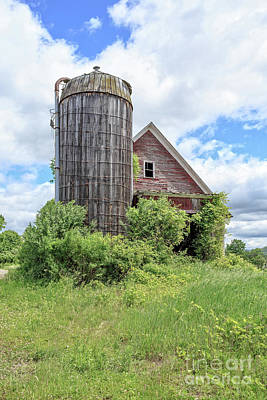 Photograph - Old Historic Barn In Vermont by Edward Fielding