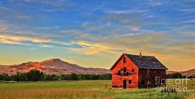 Old Homestead With Squaw Butte Art Print