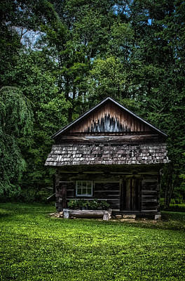 Photograph - Old Log Building by Daniel Houghton